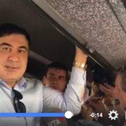 Саакашвілі в автобусі з Юлією Тимошенко під'їжджає до українського кордону. Політик звернувся до українців