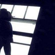 У Франківську з вікна сходової 10 поверху випала п'яна жінка