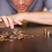 Зарплати в Україні: хто заробляє менше за всіх