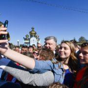 Селфіманія: як Порошенко гостював на Прикарпатті (фоторепортаж)