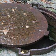 Франківець, тіло якого знайшли у каналізаційному люку, впав туди з 9-го поверху