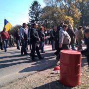 Працівники Бурштинської ТЕС знову перекрили дорогу (фото)