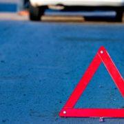 На Івано-Франківщині скутерист на швидкості заїхав у бетонний стовп