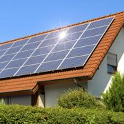 Прикарпатець заробляє 1500€ завдяки сонячній батареї, встановленій на паркані