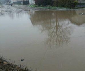 Станіславська Венеція: одна з франківських вулиць перетворилася на басейн. ФОТО