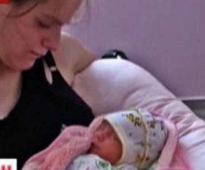 """""""Тут чи не щодня сусіди вибігають і кричать, що вбили малюка"""": у Кропивницькому у нетверезих батьків відібрали немовля"""