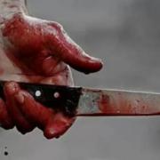 У Франківську підліток погрожував матері ножем, а потім порізав себе