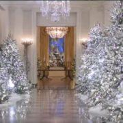 Перша леді показала, як Білий дім прикрасили до Різдва (відео)