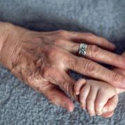 Бабуся по материнській лінії – найважливіша людина в житті дитини! Ось чому