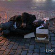 Небайдужі мешканці Івано-Франківська рятували особу яка в непритомному стані лежала на тротуарі