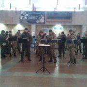 В Івано-Франківському аеропорту військовий оркестр вшанував кіборгів