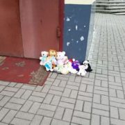 На Рівненщині підтримали флешмоб і несуть під «московський» храм іграшки (відео)