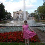Дівчинці з Франківська потрібна допомога для складної операції на хребті