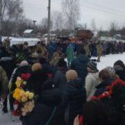 Вінки у формі серця й пелюстки квітів на дорозі: на Житомирщині попрощалися з 23-річною Сабіною Галицькою(фото)
