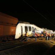 Жахлива трагедія в Польщі: Поїзд протаранив автомобіль з українцями, загинули всі (фото)