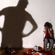 """""""Гвалтував маленьку доньку, поки дружина народжувала"""": З'явилися приголомшливі подробиці жахливого злочину"""