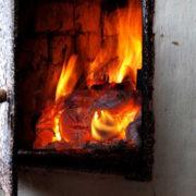 Мати і троє неповнолітніх дітей отруїлись чадним газом на Прикарпатті