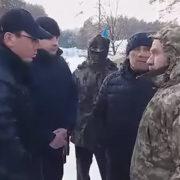 Луценко поговорив із пікетувальниками під своїм будинком