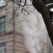 Закрили, як в Кемерово: В Дніпрі загорілась школа. Причина невідома