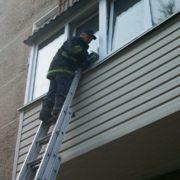 Франківські «надзвичайники» рятували із квартирного полону 19-річну дівчину
