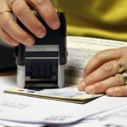 «Чемодан, вокзал, Россия»: мешканцям Криму не видають візи за російськими паспортами