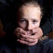 """""""Через 4 дні її тіло знайшли у церкві"""": З'явилось відео, як педофіл викрадає 11-річну дівчинку"""