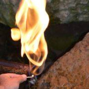 В Івано-Франківській області є унікальне джерело з водою, що горить (Відео)