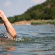 П'яний прикарпатець мало не втопився у міському озері