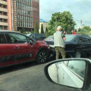 ДТП в Івано-Франківську: на вулиці Незалежності зіткнулися три автівки