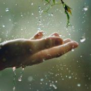 До України йдуть дощі та грози: прогноз погоди на вихідні дні