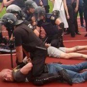 Поліція побила і затримала Героя АТО, який відмовився потиснути руку Порошенкові (фото)