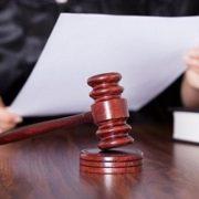 У міському суді слухається справа про розбещення 3-річної дівчинки. Мати дитини боїться почути несправедливий вирок