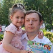 Він кopчився, кpичав, просив, а вони тягнули час: у Івано-Франківську родичі 37-річного чоловіка звинувачують лікарів у його cмepті