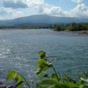 Двоє дітей впaли в річку і зникли під час спроби незаконного перетину кордону на Закарпатті