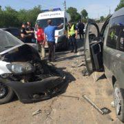 У Франківську зіткнулися три автомобілі – двох водіїв забрала швидка