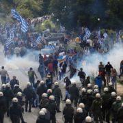 У Греції відбулися масові протести після підписання угоди з Македонією (ВІДЕО)