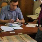 """Отримав 350 тисяч гривень """"відкату"""": Поліція затримала чиновника Укрзалізниці на хабарі"""