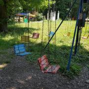 """""""У стилі Чорнобиль"""": іванофранківці обурені станом дитячих атракціонів у міському парку (фото)"""
