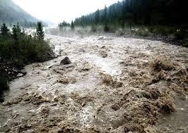 На Прикарпаття насувається негода: мешканців попереджають про сильні грози та паводки в гірських річках
