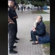 «Я Вас всіх в крові потоплю»: у Києві затримали неадекватного прихожанина російської церкви (відео 18+)