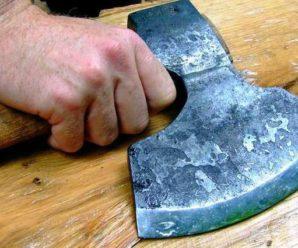 Шокує: У Чернігові чоловік забив сокирою друга і жорстоко порізав жінку