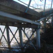 На Прикарпатті провалився автомобільний міст (ФОТО,ВІДЕО)