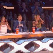 """У шоу """"America's Got Talent"""" акробатка під час виступу зipвaлacя з висоти і впaлa на сцену(відео)"""