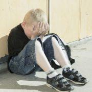 Прямо біля дому: На Закарпатті неадекватний чоловік зґвалтував хлопчика