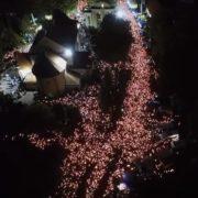 У мережі користувачі активно поширюють відео з багатотисячного походу зі свічками під час Всеукраїнської прощі у Зарваниці