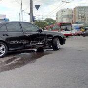 В Івано-Франківську на світлфорі не розмнулися два авто (фото)