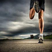 Сьогодні на Прикарпаття прибіжить британець, який збираючи кошти для онкохворих, пішки подолав тисячі кілометрів