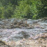 На Прикарпатті обвалився міст через річку