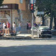 Подробиці страшної ДТП у Сумах: постраждали чотири пішоходи, дівчину-патрульну вирізали з авто