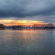 У Коломиї трьом нетверезим молодикам рятувальники завадили скупатись в озері